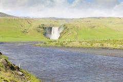 Skogafoss waterlfall冰岛在夏天 免版税库存图片