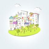 By, skogar och färgade tak Royaltyfri Foto