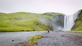 Skogarfoss is zeer grote watervallen in IJsland royalty-vrije stock foto