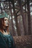 Skognymf i grön klänning Fotografering för Bildbyråer