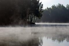 Reflexion och dimma Arkivfoton