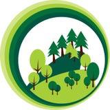 Skogträd och sörjer snittet ut i form av en cirkel fotografering för bildbyråer