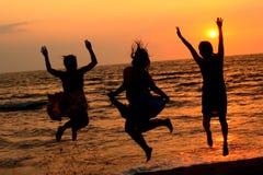 skok na plaży Obrazy Royalty Free