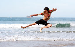 skok na plaży Fotografia Stock