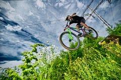 Skok na rowerze górskim Zdjęcia Stock