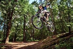 Skok na rowerze górskim Zdjęcia Royalty Free