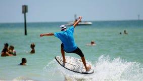 skok s surfera Zdjęcia Stock