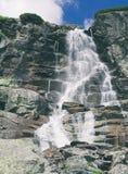 Skok vattenfall i höga Tatras Arkivbild