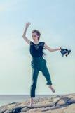 Skokowa młoda kobieta Obraz Royalty Free