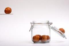 skokowi słojów orzech włoski Zdjęcia Stock