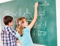 Skola barnhandstil på blackboarden. Royaltyfri Foto
