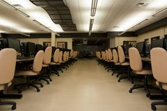 skola för rad för datorer för klassrumdator Arkivbild