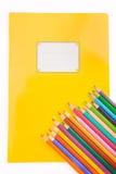 Skolabrevpapper på viten Arkivbilder