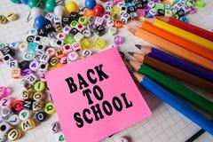 Skolabrevpapper som inramar för skola och kontor Education/BACK arkivbild