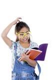 Skolaflicka med böcker royaltyfri foto