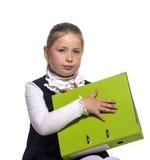 Skolaflickahåll en bok fotografering för bildbyråer