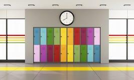 Skolahall med färgrika skåp Fotografering för Bildbyråer