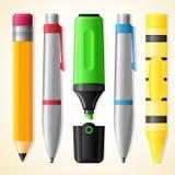 Skolahjälpmedel - penna, blyertspenna, highlighter, färgpenna Royaltyfri Bild