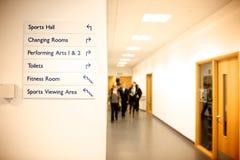 Skolakorridor arkivbild