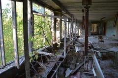 Skolakorridor i Pripyat, Chornobyl zon Royaltyfria Bilder