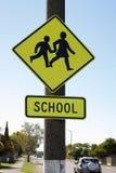 Skolakorsning tecken Fotografering för Bildbyråer