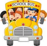 Skolan lurar tecknade filmen som rider en skolbuss Arkivfoto