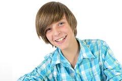 Skolapojken skrattar in i kameran Royaltyfri Foto