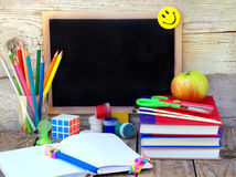 Skolatillförsel, äpplen, bok Royaltyfri Bild