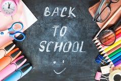 Skolatillförsel på svart brädebakgrund tömmer kopieringsutrymme Royaltyfria Foton