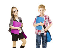 Skolaungar grupp, barn som är enhetliga på vit, liten flickapojke Arkivfoto