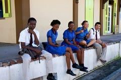 Skolaungar i Antigua som är karibisk Arkivfoto