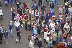 Skolbarn i en kunskapsdag i Moskva Royaltyfri Fotografi