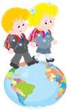 Skolbarn som går på ett jordklot Arkivbild