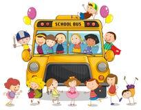 Skolbuss och ungar Royaltyfri Bild