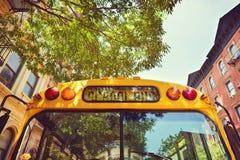 Skolbuss på gatan av New York City, NY, USA Arkivfoton