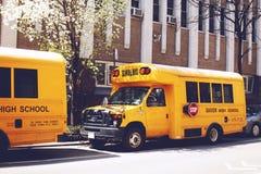 Skolbuss på gatan av New York City, USA Fotografering för Bildbyråer