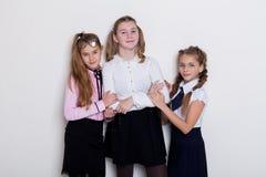 Skolflicka för tre flickor i exponeringsglaskurs på skola royaltyfri fotografi