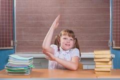 Skolflicka i ett klassrum Arkivbild
