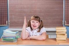 Skolflicka i ett klassrum Royaltyfri Fotografi