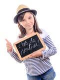 Skolflicka som tillbaka skriver till skolan Royaltyfri Foto