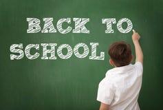 Skolpojketeckning på svart tavla, utbildningsbegrepp Royaltyfri Foto