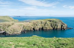 Skomer ö, en sikt av ön arkivbilder