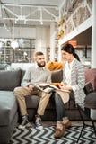 Skoncentrowana para attentively sprawdza kolorowe próbki i dyskutować zdjęcie royalty free