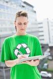 Skoncentrowany środowiskowy aktywisty writing zdjęcie royalty free