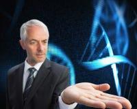 Skoncentrowany biznesmen up przedstawia holograficzną dna spiralę z palmą Obrazy Royalty Free