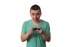 Skoncentrowany mężczyzna Bawić się Wideo gry Na Białym tle zdjęcia royalty free
