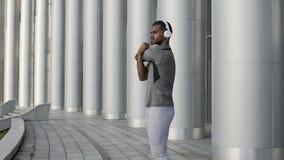 Skoncentrowany osoby narządzanie dla znacząco rywalizaci, dobra fizyczna forma zdjęcie wideo