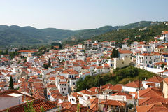 Skopelos-Stadt morgens lizenzfreies stockbild