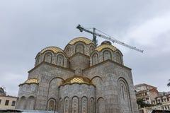SKOPJE, DIE REPUBLIK MAZEDONIEN - 24. FEBRUAR 2018: Glockenturm von St. Constantine und Elena Church in der Stadt von Skopje Lizenzfreies Stockfoto