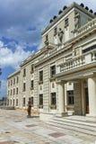 SKOPJE, DIE REPUBLIK MAZEDONIEN - 13. MAI 2017: Mazedonisches nationales Theater in der Stadt von Skopje Stockbild